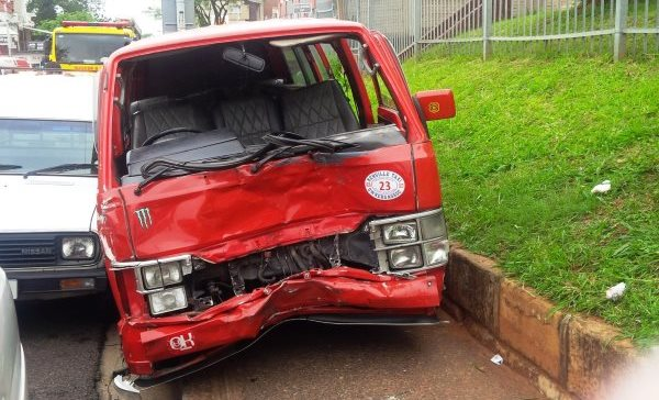 Taxi collides with 2 cars leaves 15 injured