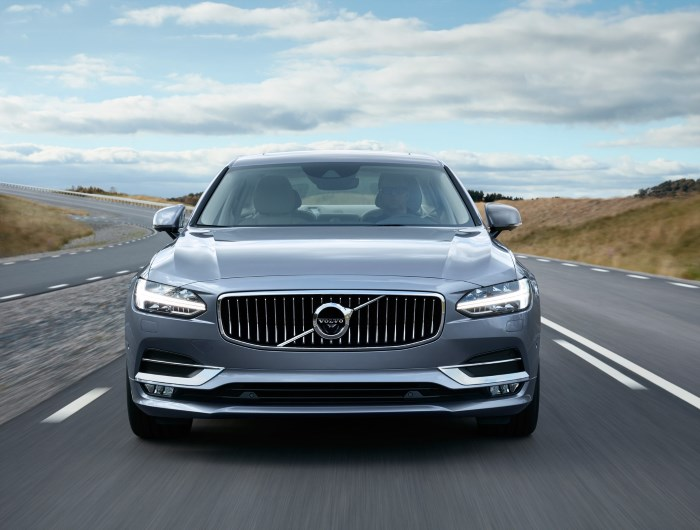 170165_location_volvo_s90_front_mussel_blue_1800x1800