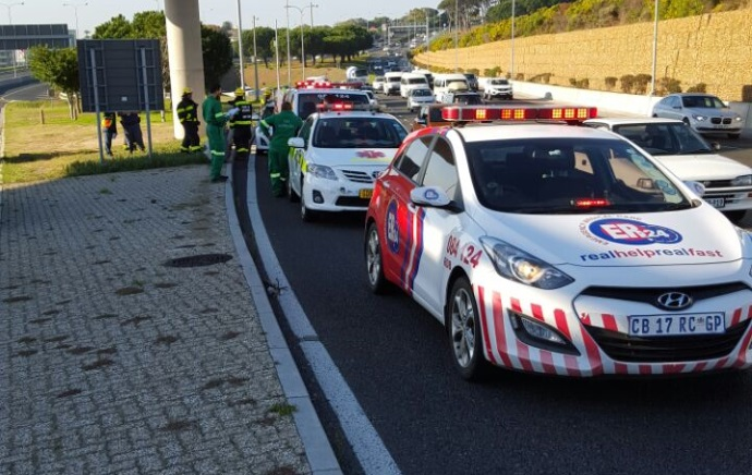 Man injured in rear-end collision on the N2 in Cape Town
