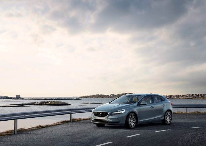 Volvo Cars partners with Swedish start-up 'urb-it' to pioneer two-hour in-car delivery service (2)