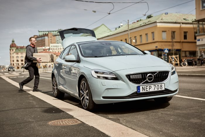 Volvo Cars partners with Swedish start-up 'urb-it' to pioneer two-hour in-car delivery service (3)