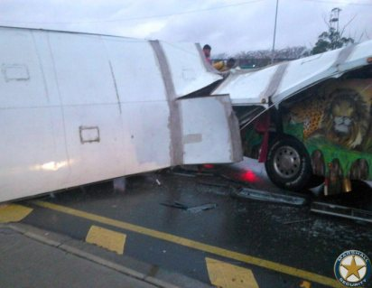 More-than-20-injured-following-a-collision-involving-two-busses-Old-North-Coast-Road-2