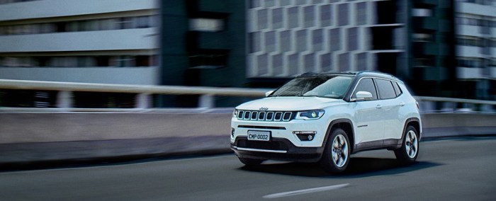 160927_jeep_compass_01_slider_1800x1800