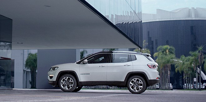 160927_jeep_compass_02_slider_1800x1800