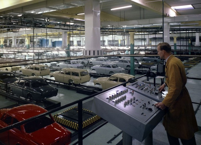 195267_volvo_amazon_manufacturing_1800x1800